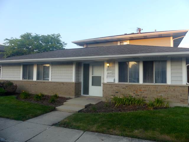 6019 Kit Carson Drive, Hanover Park, IL 60133 (MLS #10456907) :: Berkshire Hathaway HomeServices Snyder Real Estate