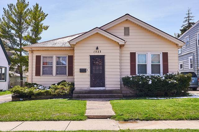 1523 W Cornelia Avenue, Waukegan, IL 60085 (MLS #10457024) :: The Dena Furlow Team - Keller Williams Realty