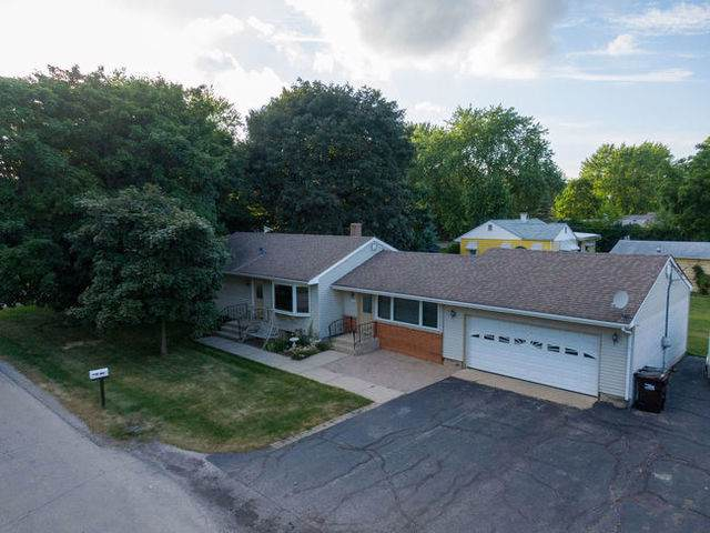 1372 Mulberry Lane, Crystal Lake, IL 60014 (MLS #10457124) :: John Lyons Real Estate