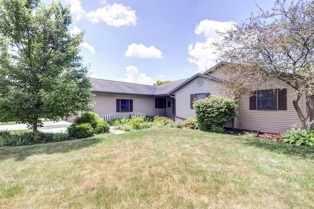 901 Edgewood Drive, Mahomet, IL 61853 (MLS #10457934) :: Angela Walker Homes Real Estate Group