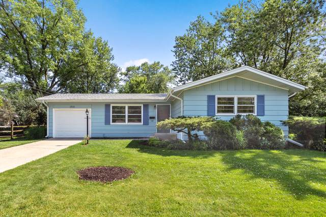 1713 Indiana Street, St. Charles, IL 60174 (MLS #10458107) :: Berkshire Hathaway HomeServices Snyder Real Estate