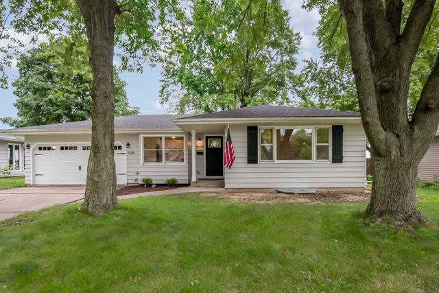 1306 Crown Street, Montgomery, IL 60538 (MLS #10458585) :: Berkshire Hathaway HomeServices Snyder Real Estate