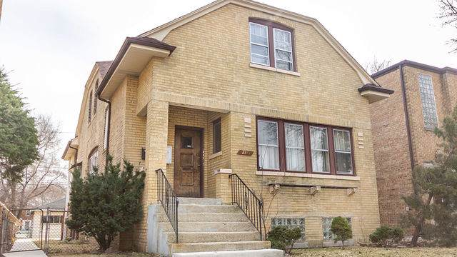 2745 W Greenleaf Avenue, Chicago, IL 60645 (MLS #10458951) :: Berkshire Hathaway HomeServices Snyder Real Estate