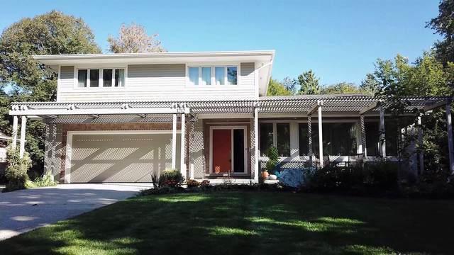 1212 Crane Boulevard, Libertyville, IL 60048 (MLS #10458968) :: Lewke Partners