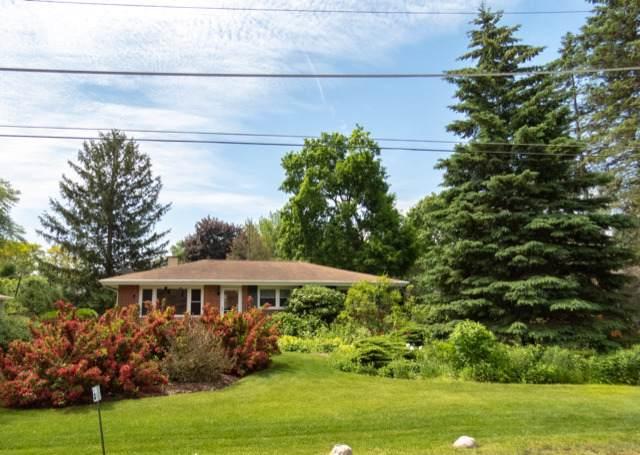 12537 Quassey Avenue, Lake Bluff, IL 60044 (MLS #10459830) :: The Dena Furlow Team - Keller Williams Realty