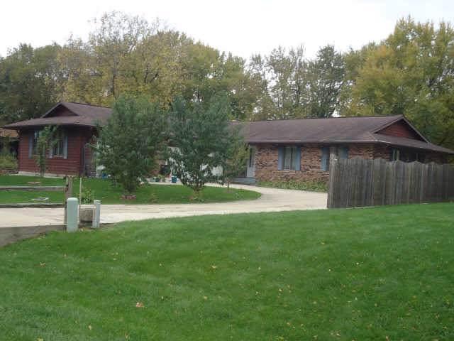 1627 Brandywine Lane, Dixon, IL 61021 (MLS #10460625) :: Property Consultants Realty