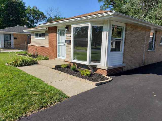16235 Plymouth Drive, Markham, IL 60428 (MLS #10461866) :: Angela Walker Homes Real Estate Group