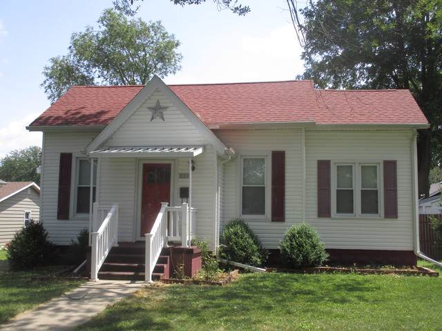 609 N Court Street, Tuscola, IL 61953 (MLS #10462337) :: Littlefield Group
