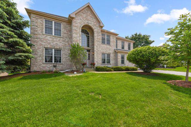 4 Sherwood Court, Lake In The Hills, IL 60156 (MLS #10464325) :: Berkshire Hathaway HomeServices Snyder Real Estate