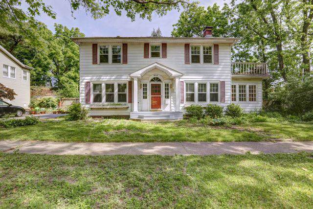 802 W Indiana Avenue, Urbana, IL 61801 (MLS #10470123) :: Berkshire Hathaway HomeServices Snyder Real Estate