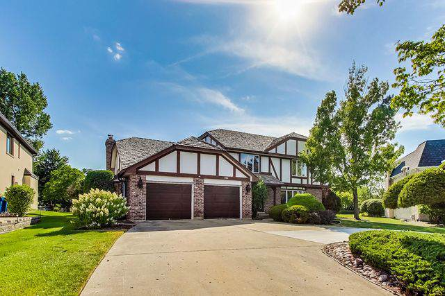 311 Woodview Court, Oak Brook, IL 60523 (MLS #10470846) :: Berkshire Hathaway HomeServices Snyder Real Estate