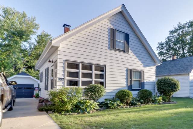 1017 E Olive Street, Bloomington, IL 61701 (MLS #10486406) :: The Perotti Group | Compass Real Estate