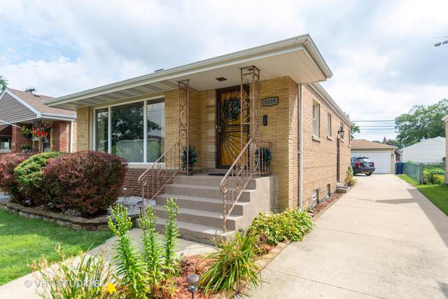 8809 S California Avenue, Evergreen Park, IL 60805 (MLS #10486525) :: Berkshire Hathaway HomeServices Snyder Real Estate