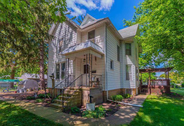 300 W Cherry Street, Fairbury, IL 61739 (MLS #10486648) :: Baz Realty Network | Keller Williams Elite