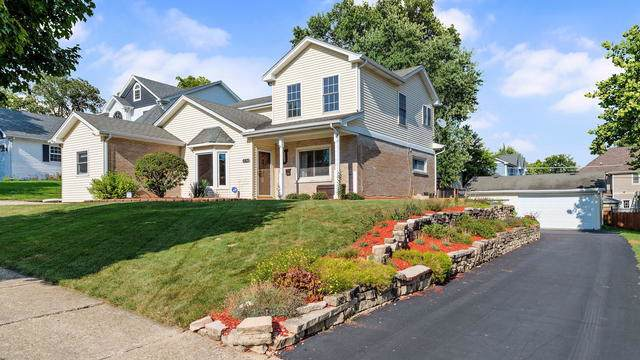 5425 Benton Avenue, Downers Grove, IL 60515 (MLS #10486905) :: Property Consultants Realty