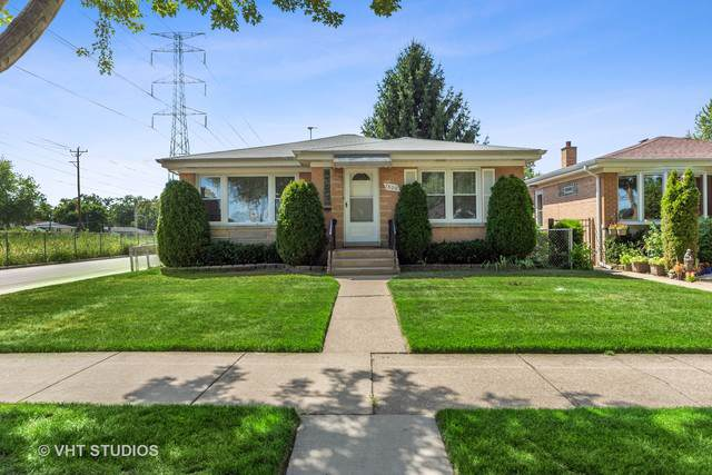 7800 Tripp Avenue, Skokie, IL 60076 (MLS #10488479) :: Property Consultants Realty