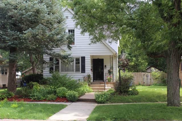 1615 N Court Street, Rockford, IL 61103 (MLS #10490656) :: Baz Realty Network | Keller Williams Elite