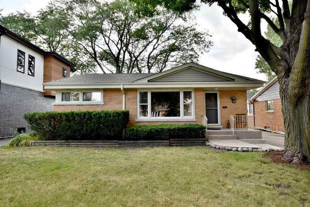 710 S Berkley Avenue, Elmhurst, IL 60126 (MLS #10492127) :: Berkshire Hathaway HomeServices Snyder Real Estate