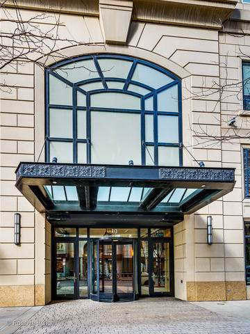 10 E Delaware Place 9A, Chicago, IL 60611 (MLS #10492173) :: Ryan Dallas Real Estate
