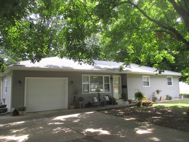 305 S Embarras Avenue, Tuscola, IL 61953 (MLS #10493196) :: Littlefield Group