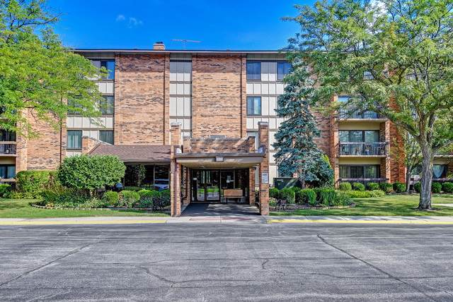 77 Lake Hinsdale Drive #107, Willowbrook, IL 60527 (MLS #10494643) :: Berkshire Hathaway HomeServices Snyder Real Estate