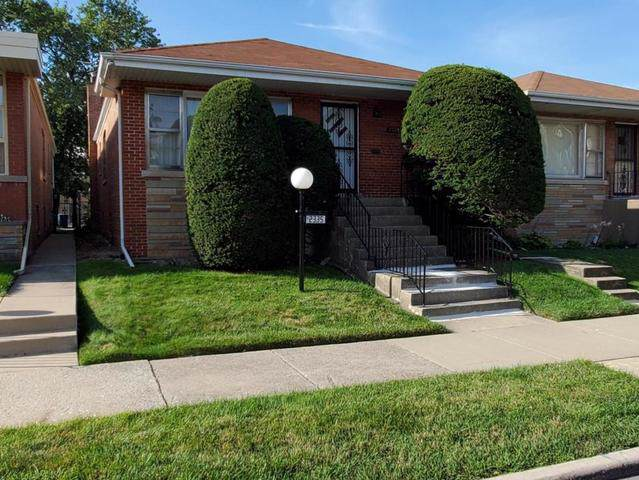 2335 E 92nd Street, Chicago, IL 60617 (MLS #10500782) :: Century 21 Affiliated