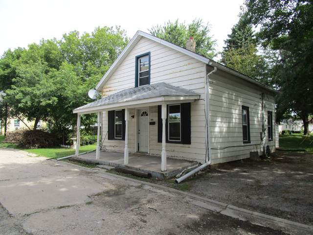 104 S Division Street, Harvard, IL 60033 (MLS #10503608) :: Ryan Dallas Real Estate