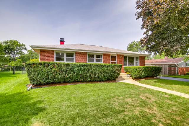 300 Pinecroft Drive, Roselle, IL 60172 (MLS #10506302) :: Baz Realty Network | Keller Williams Elite