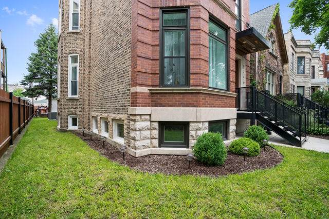 3240 W Potomac Avenue, Chicago, IL 60651 (MLS #10517078) :: Property Consultants Realty