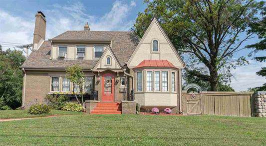 2702 E State Street, Rockford, IL 61108 (MLS #10517277) :: Berkshire Hathaway HomeServices Snyder Real Estate