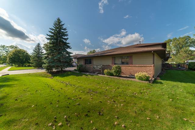 555 Central Parkway Road H, Woodstock, IL 60098 (MLS #10520215) :: Lewke Partners