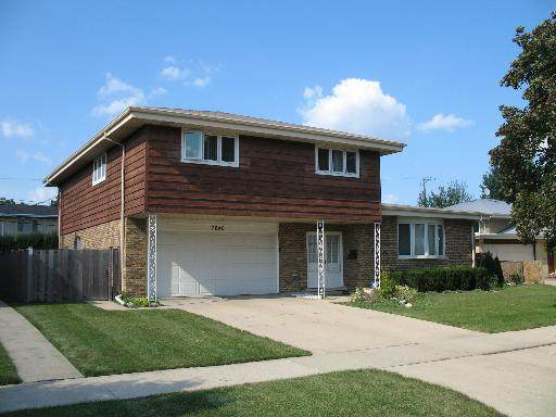 7640 Davis Street, Morton Grove, IL 60053 (MLS #10520998) :: Helen Oliveri Real Estate