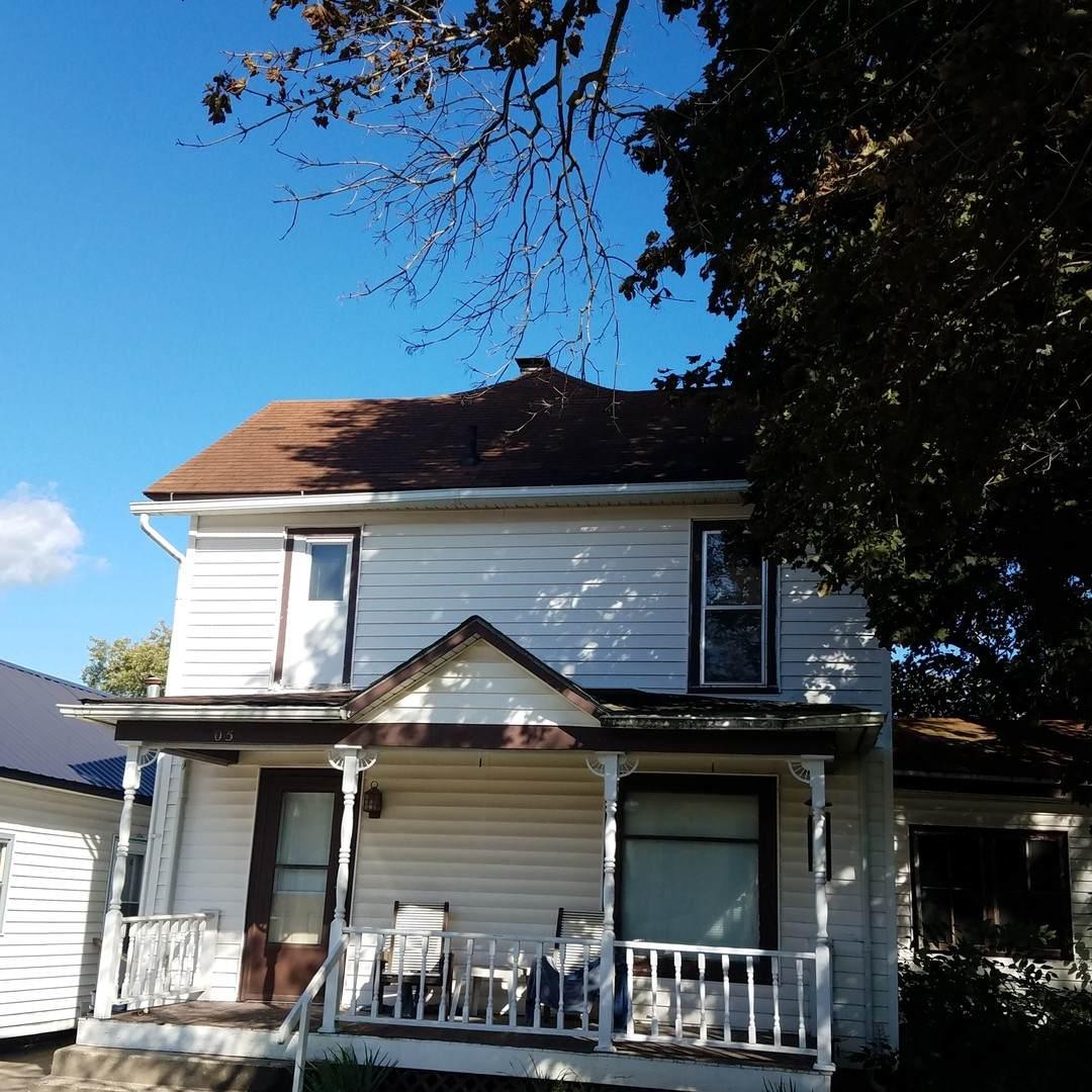 205 N Main Street, Leaf River, IL 61047 (MLS #10528693) :: Lewke Partners