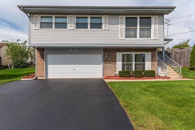 1574 Brookside Drive, Hoffman Estates, IL 60169 (MLS #10537577) :: Century 21 Affiliated