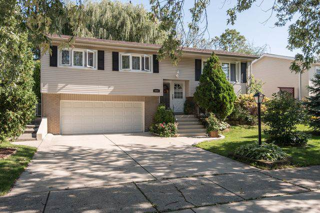 8805 Oakwood Drive, Hickory Hills, IL 60457 (MLS #10542754) :: The Wexler Group at Keller Williams Preferred Realty