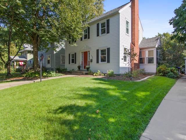 208 Woodland Avenue, Bloomington, IL 61701 (MLS #10542837) :: BNRealty