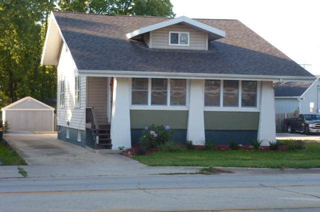 106 E Van Buren Street, CLINTON, IL 61727 (MLS #10542917) :: Lewke Partners