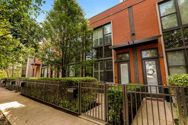 629 W Oak Street, Chicago, IL 60610 (MLS #10547144) :: Berkshire Hathaway HomeServices Snyder Real Estate