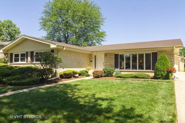 1911 N Burke Drive, Arlington Heights, IL 60004 (MLS #10547978) :: Helen Oliveri Real Estate
