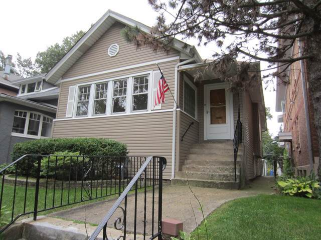 2245 W Estes Avenue, Chicago, IL 60645 (MLS #10548788) :: Property Consultants Realty