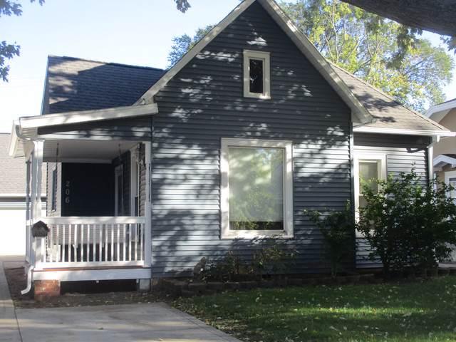 206 E Daggy Street, Tuscola, IL 61953 (MLS #10550310) :: Littlefield Group