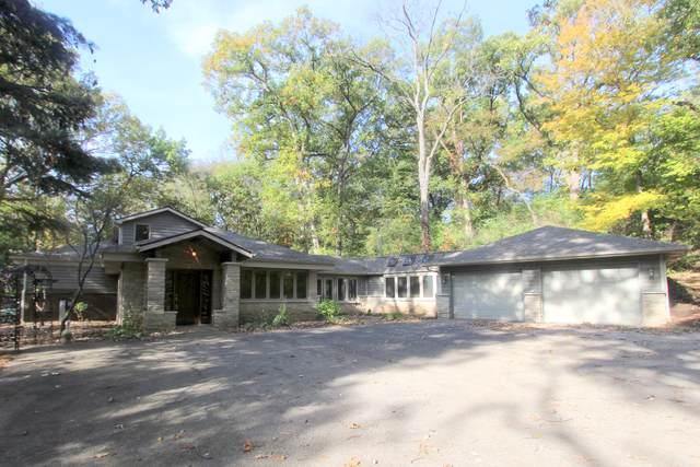 8411E Crystal Springs Road, Woodstock, IL 60098 (MLS #10552172) :: Lewke Partners