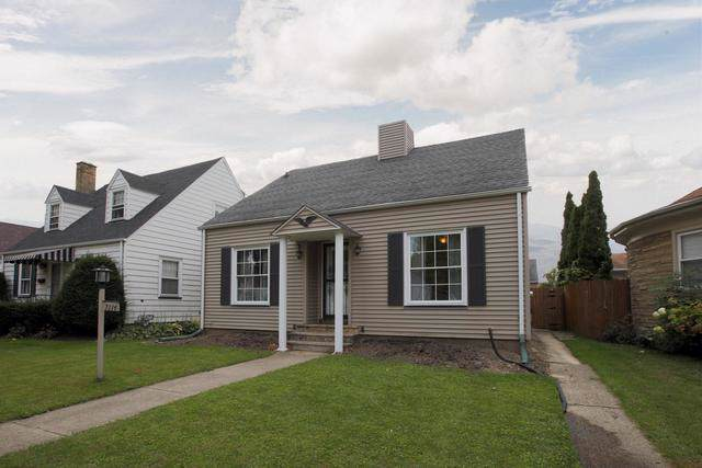7114 33rd Avenue, Kenosha, WI 53142 (MLS #10552621) :: Property Consultants Realty