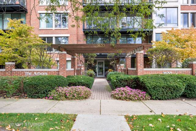 1633 2nd Street #306, Highland Park, IL 60035 (MLS #10553788) :: Berkshire Hathaway HomeServices Snyder Real Estate