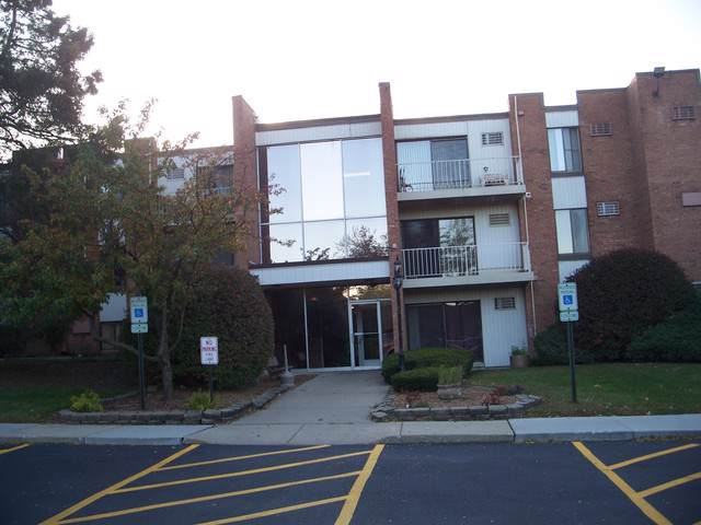 300 W Fullerton Avenue #119, Addison, IL 60101 (MLS #10554177) :: Touchstone Group