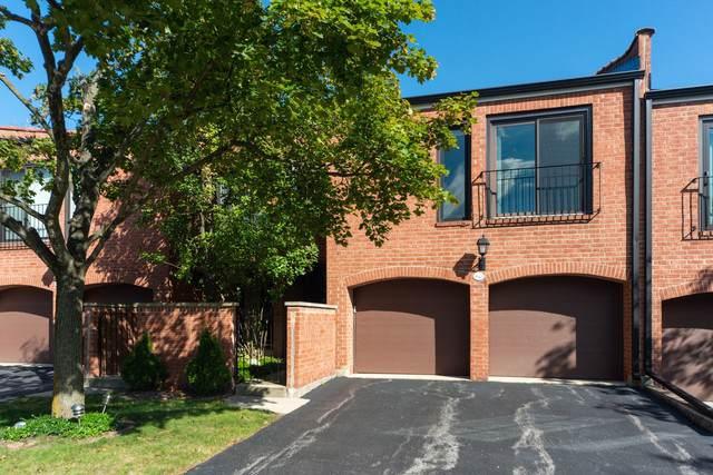 2S643 Gloucester Way #643, Oak Brook, IL 60523 (MLS #10560597) :: John Lyons Real Estate