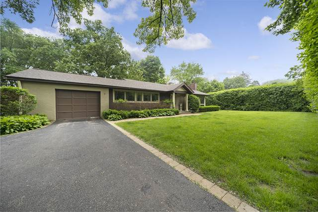421 E Westleigh Road, Lake Forest, IL 60045 (MLS #10563150) :: Angela Walker Homes Real Estate Group
