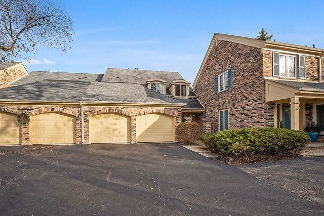 26 The Court Of Island, Northbrook, IL 60062 (MLS #10568070) :: The Spaniak Team