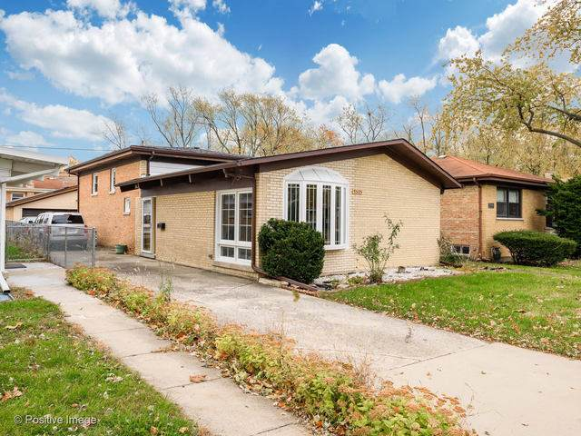 7505 E Prairie Road, Skokie, IL 60076 (MLS #10570864) :: John Lyons Real Estate