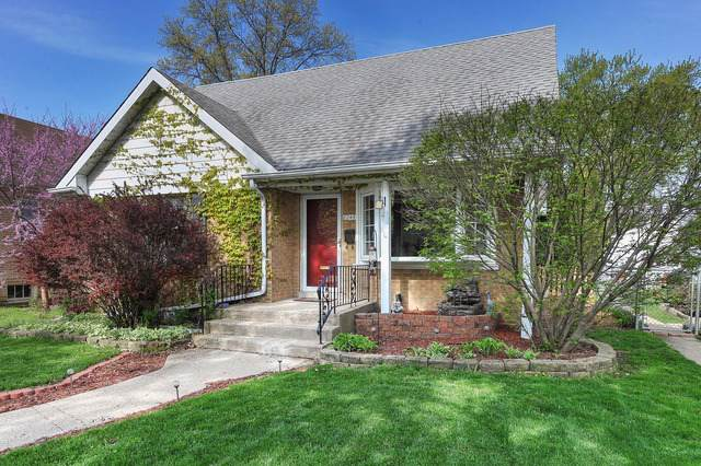 8246 Kildare Avenue, Skokie, IL 60076 (MLS #10572109) :: John Lyons Real Estate
